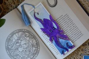 Marque page pieuvre avec pompon fait à l'aquarelle